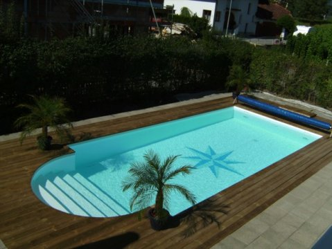 Poolumrandung holz for Pool holzdekor